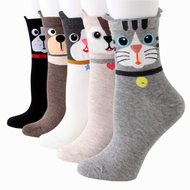 Ensfarget sokk dyreansikt på ankel